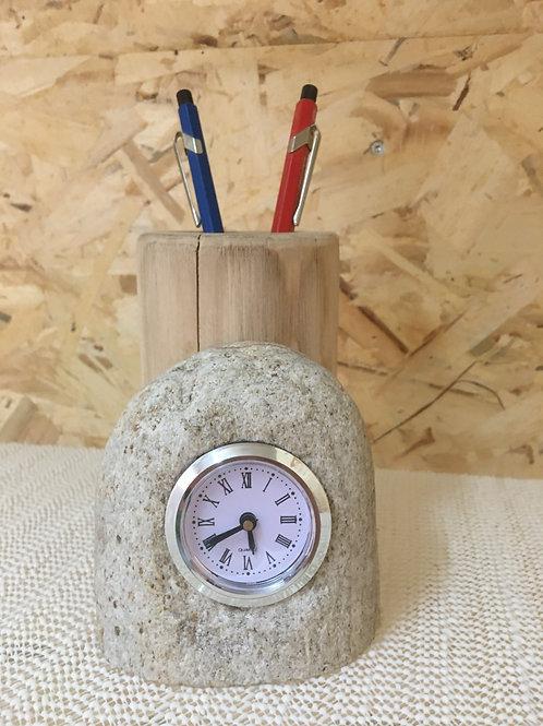 Orologio in legno e sasso