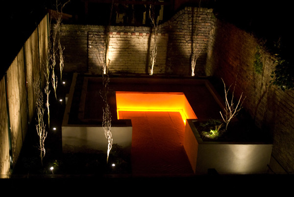 modern-garden-lighting-14.jpg