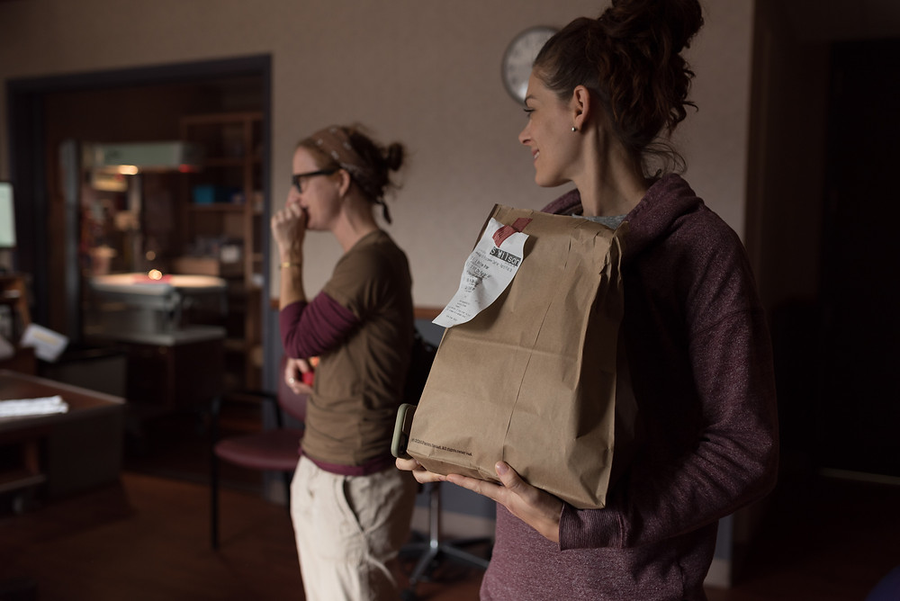 Food arriving to the labor room