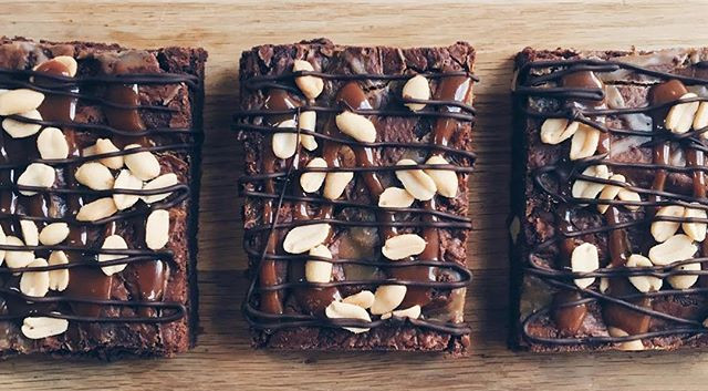 Snickers brownies just delivered to _chi