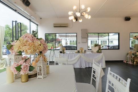 Guest table floral decoration