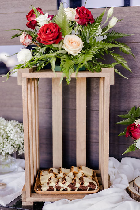 Cakes with floral wooden frame