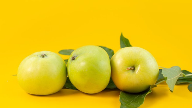 Green sleeves apples (local)