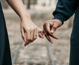 adults-blur-couple-888899.jpg