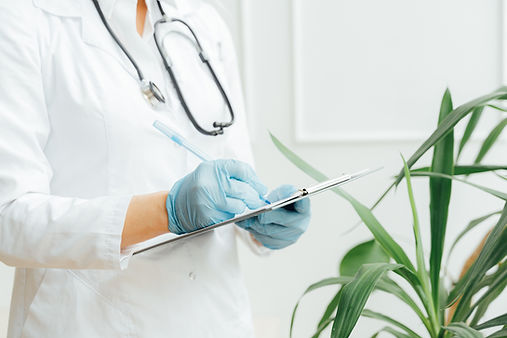 Médecin et plante.jpg