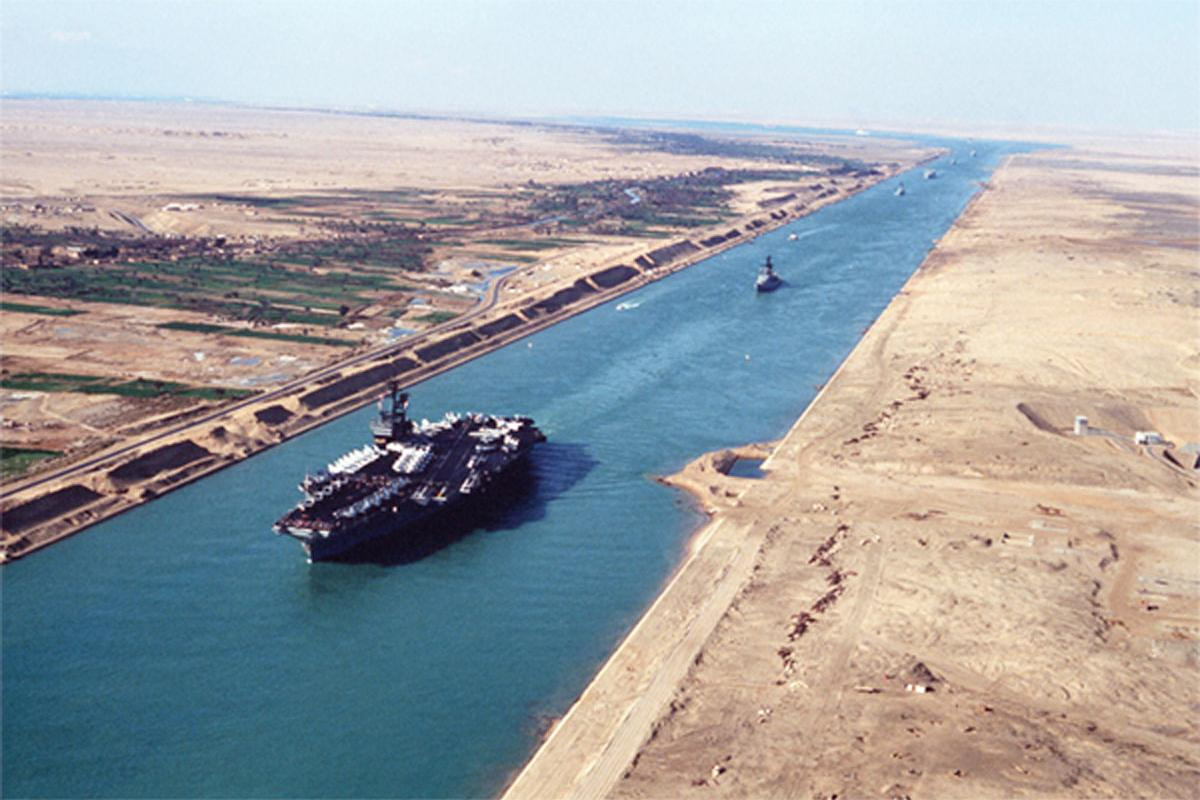 us-military-ship-passing-through-suez-canal