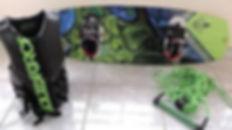 Equipamentos esportivos (wakeboard, esqui e boia reboque)