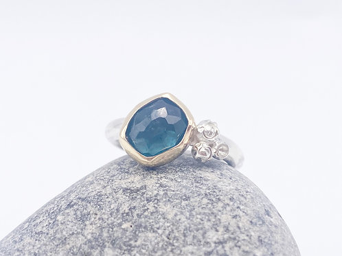 Blue Tourmaline rockpool Wow ring. Size N
