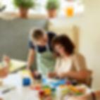 Mithilfe bei Alltagsarbeiten - Bewohner und Betreuer des Arbeitsheim Wangen