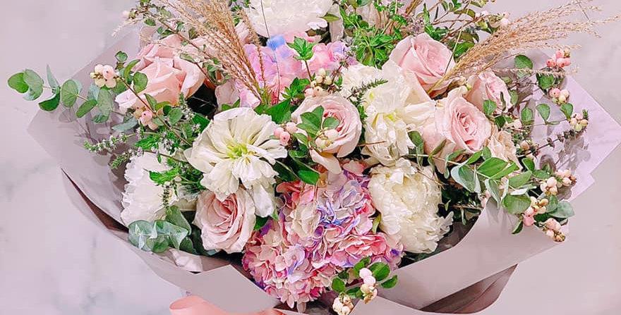 玫瑰繡球花束