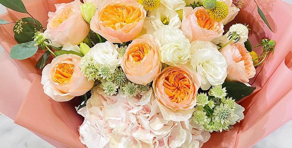庭園玫瑰繡球花束