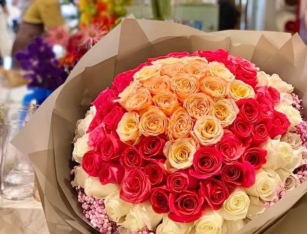 99枝混色玫瑰花束