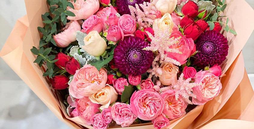 庭園玫瑰大理花花束