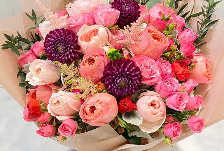 大理花玫瑰花束