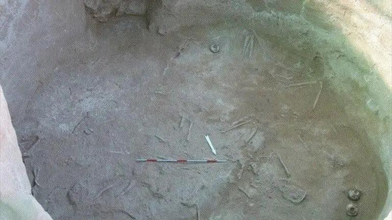 Αιγιάλεια: Βρέθηκαν ακέραια χάλκινα μυκηναϊκά ξίφη