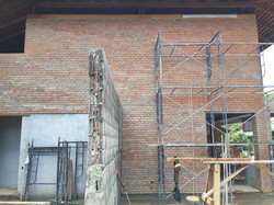 Valentino_brick wall2