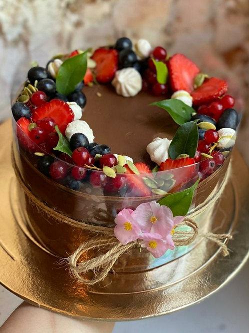 Шоколадный с ягодами