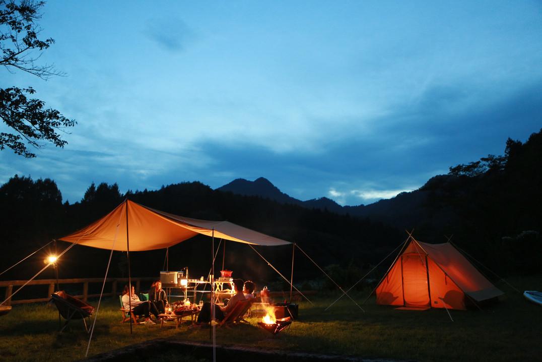 夕暮れとキャンプ