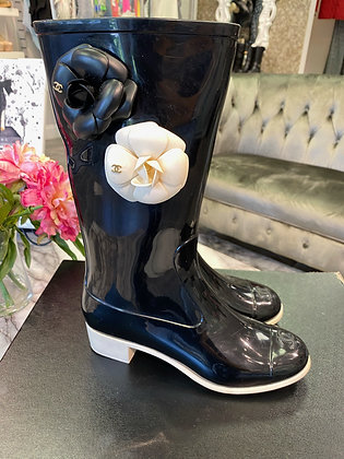 Chanel Camellia Rainboots Size 38 (fit like US 7.5)