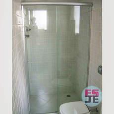 Box de banheiro incolor com alumínio fosco- Praia de Camburi - Vitória/ES