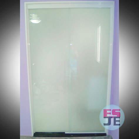 Porta entrada de suíte com vidro jateado branco- Carapina - Serra/ES