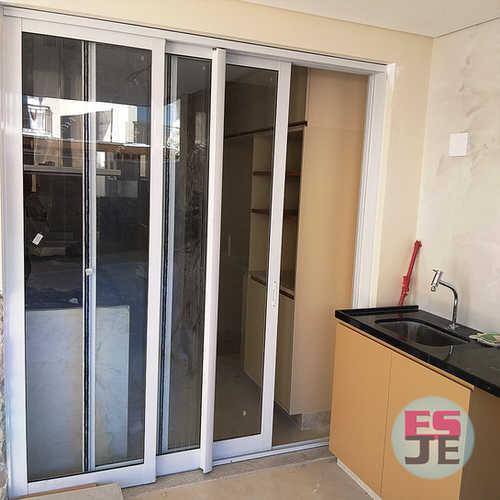 Instalação de Porta de Esquadria de Alumínio de 03 folhas
