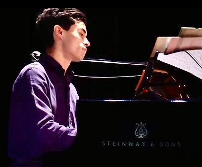 Leon piano スタインウェイ.jpg