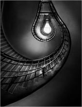 MONO: 'The Lightbulb' by Stephen McWilliams - CB Camera Club