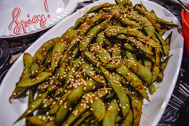 SPICY EDAMAME WITH SRIRACHA SOY SAUCE