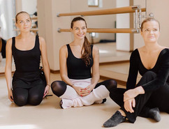Три взрослые балерины