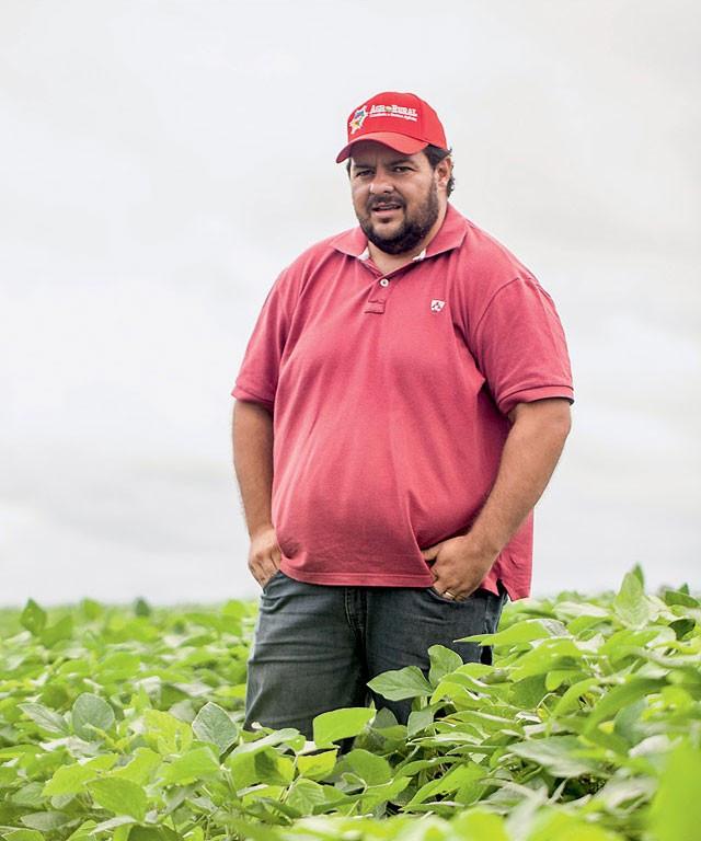 O engenheiro agrônomo Wedisley Moraes, de 33 anos, em lavoura de soja no Amapá