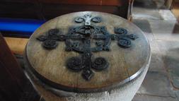 Welsh Newton, font lid.PNG