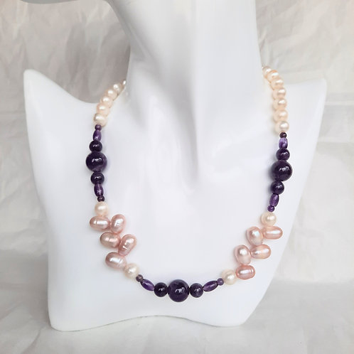Freshwater White Pearl Necklace with Amethyst