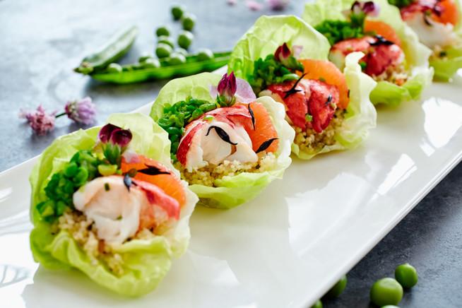 Закуска из рыбы и осьминога с цветами горошка и кус-кусом
