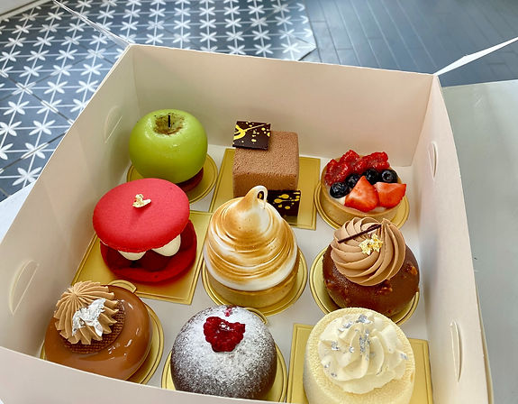selection%20cake%20box%20for%20delivery_