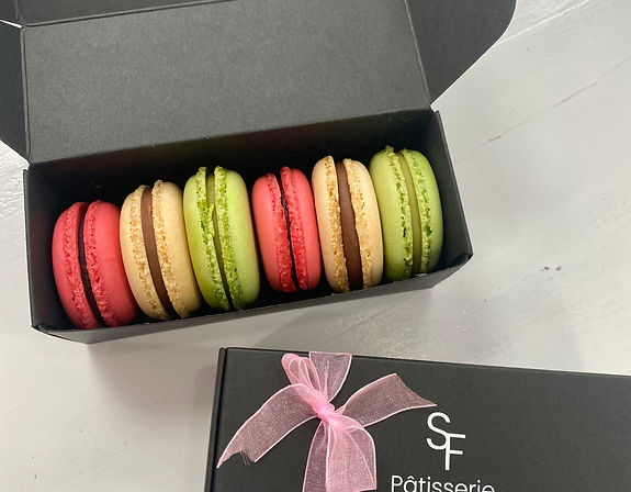 Selection box of 6 Macarons.jpg