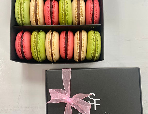 Selection box of 12 macarons.jpg