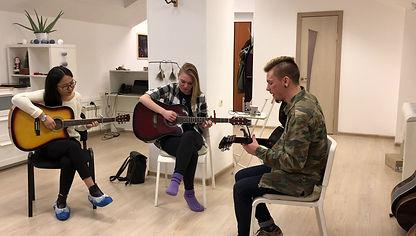 уроки гитары онлайн и оффлайн