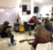 Уроки гитары и укулеле на Павелецкой