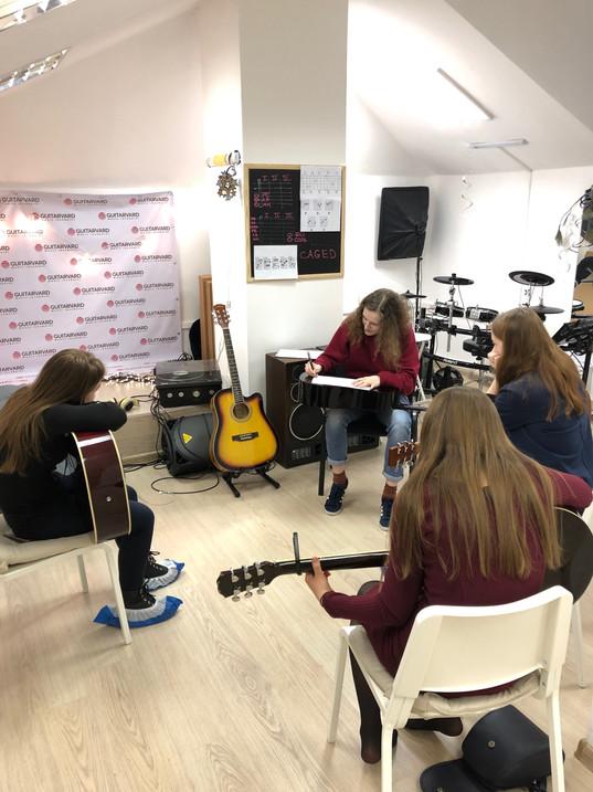 Групповые уроки гитары в музыкальной рок-школе на Павелецкой
