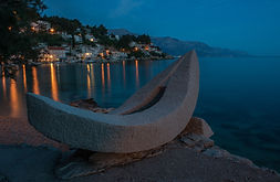 Mimice is a small Dalmatian village with mild climate situated in the centre of Dalmatia.
