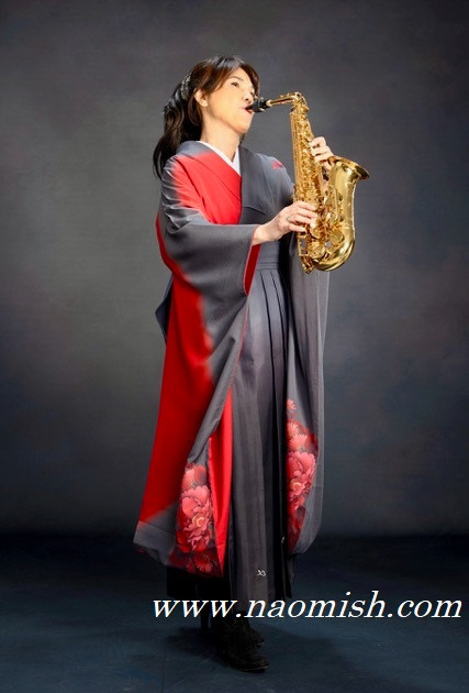 Naomi Ozawa Kimono Gray URL 2.jpg