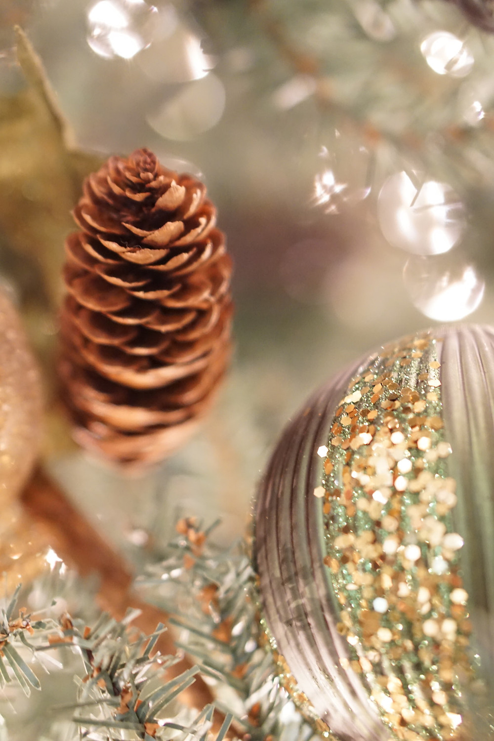 Peaceful bokeh holiday decorations and winter pinecone