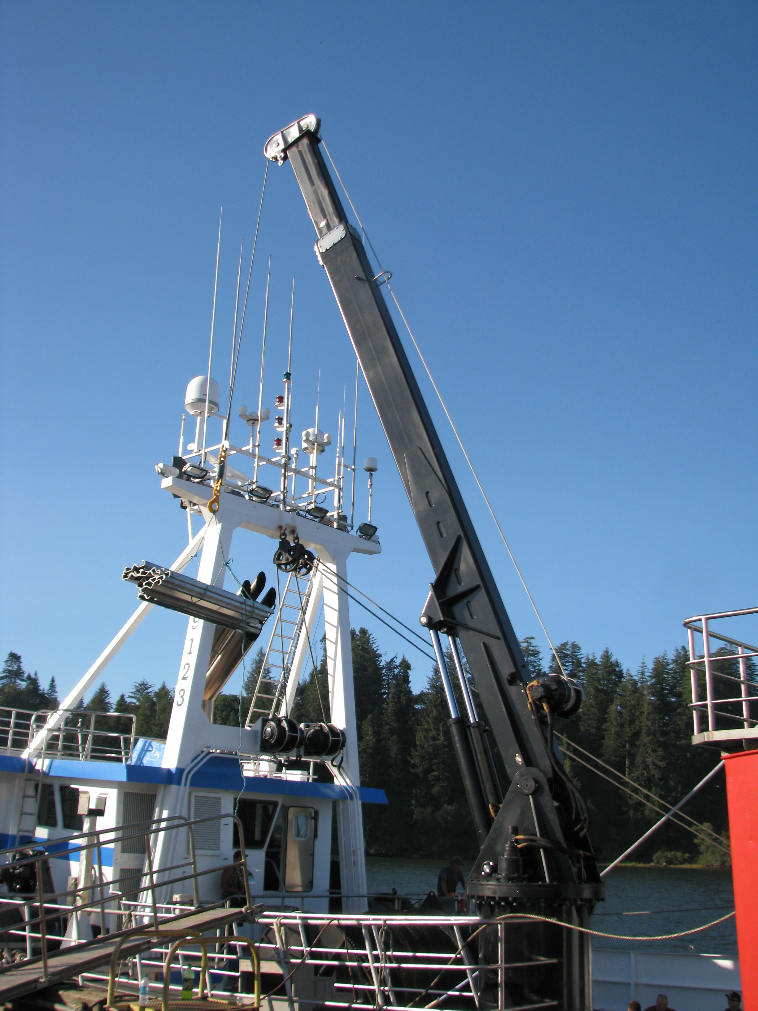 40-FOOT TELESCOPING BOOM CRANE