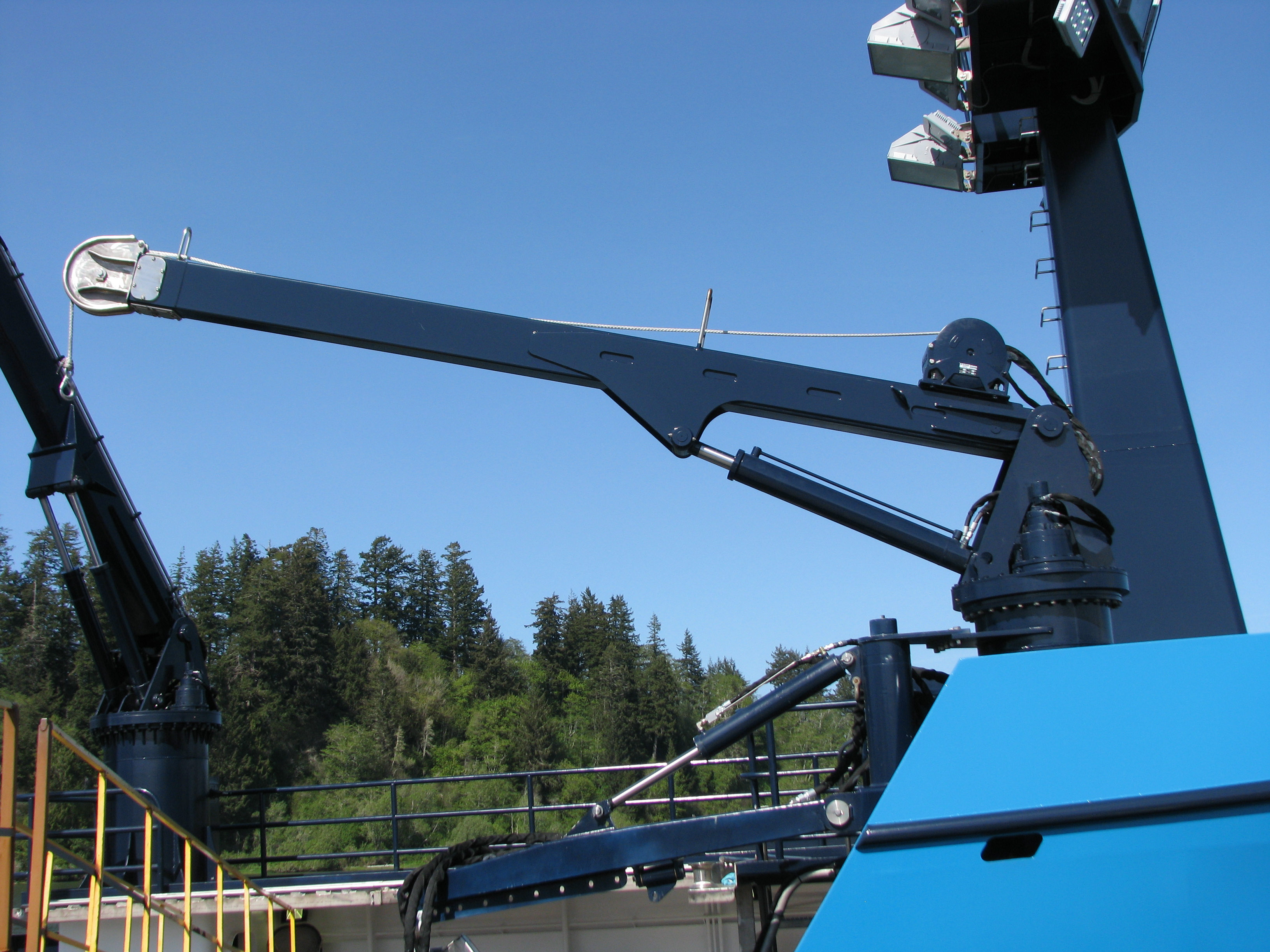 26-FOOT TELESCOPING BOOM CRANE