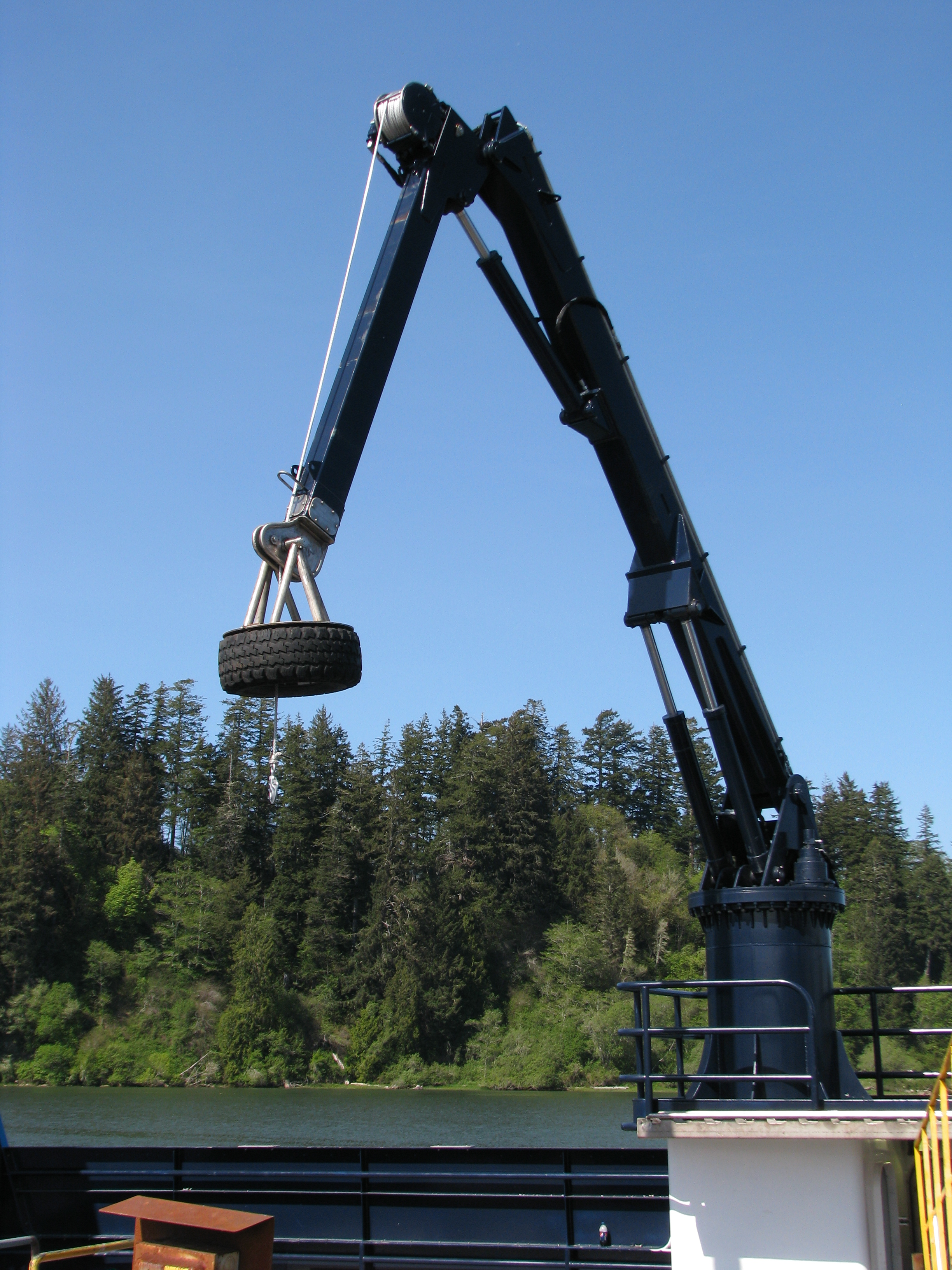 38-FOOT KNUCKLE CRANE | DECK CRANE