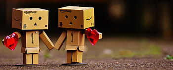 danbo-figure-together-hand-in-hand-royal