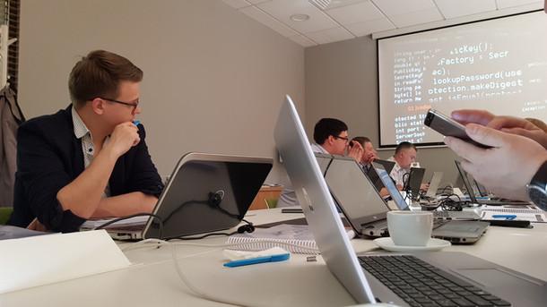 """""""Hack IT to Defend IT"""": nuo mitų iki atradimų"""