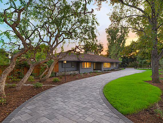 Courtyard-Combo-Stone-in-Gray-Charcoal-m