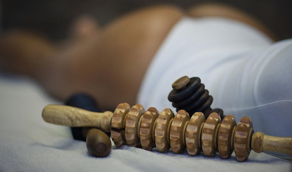 Treatment for body. Woman on anti cellu